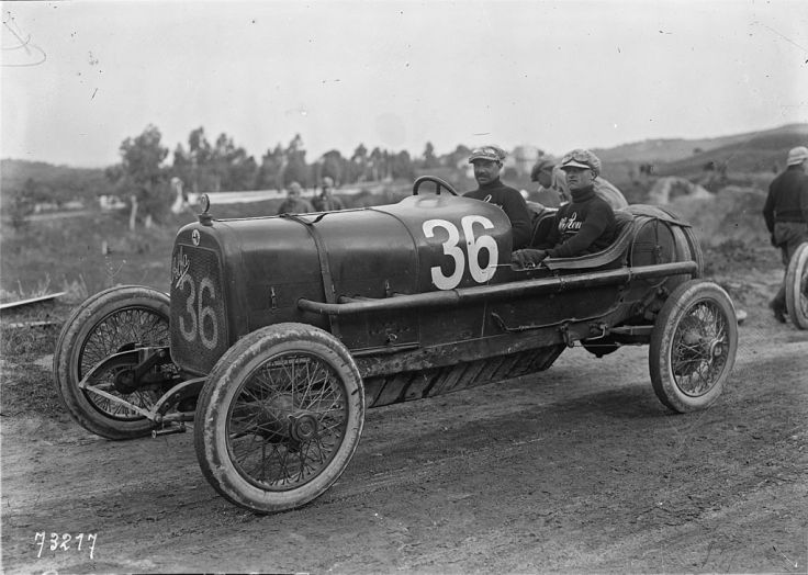 Ugo_Sivocci_in_his_Alfa_Romeo_20-30_ES_at_the_1922_Targa_Florio